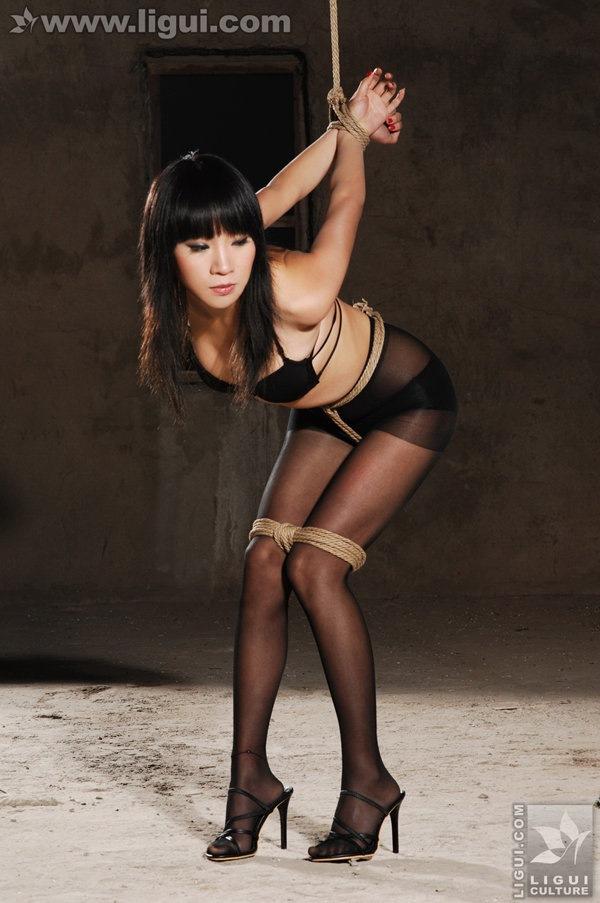[Ligui丽柜]2009.11.27 黑丝诱惑捆绑主题下的完美体现 model 伊园[52P/29.4M]